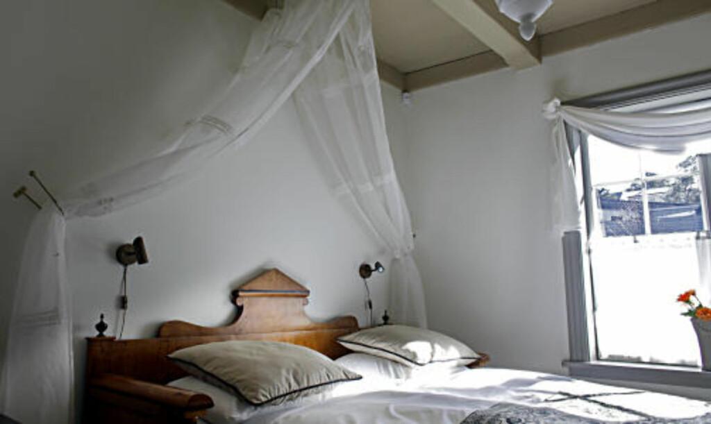 KAPTEINSENG: Gode madrasser og dekorative senger.