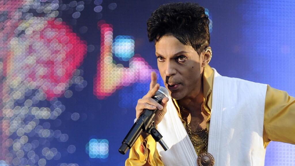 FØLTE SEG DÅRLIG: Artisten Prince ble hastet til sykehuset fredag. Sykdomsforløpet er imidlertid ukjent.  Foto: Afp