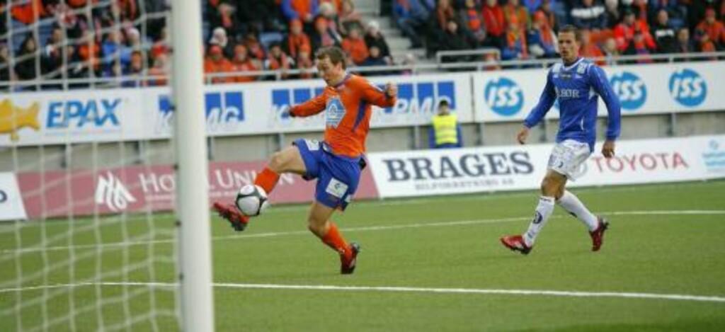 DOBLET: Alexander Mathisen scoret bare minutter etter at han kom på banen etter pause. Foto: Svein Ove Ekornesvåg / SCANPIX