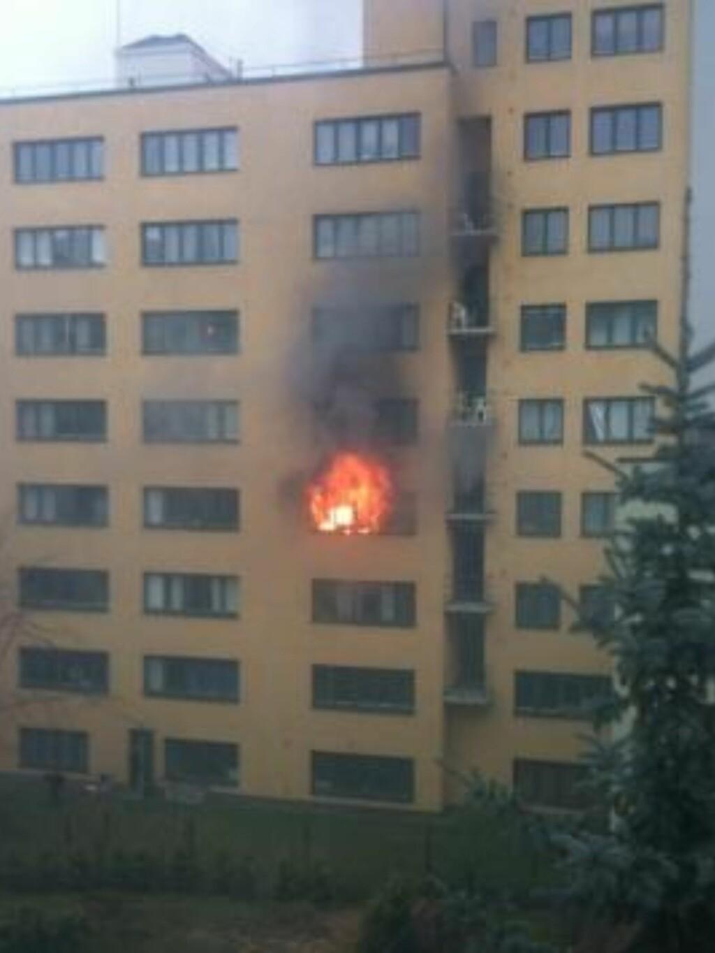 STORBRANN:  Storbrannen i Bygdøy Alle 35 startet i denne leilighetn i 4. etasje like før klokka 07. MMS-FOTO: MADS GUDIM BURHEIM.