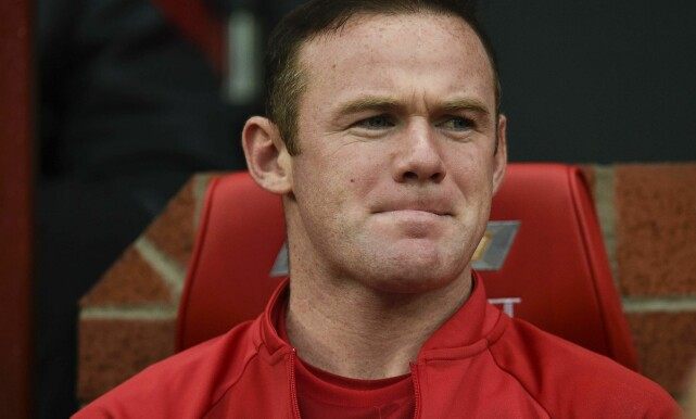 BENKET: Wayne Rooney har ramlet nedover rangstigen i laget med Mourinho som sjef. Foto: AFP PHOTO / OLI SCARFF