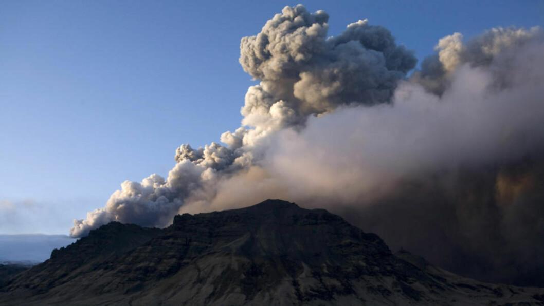 <strong>NYTT UTBRUDD:</strong> En ny stor askesky kan være på vei fra Island etter at vulkanen Eyjafjallajökull torsdag igjen hadde utbrudd.  Arkivfoto: Reuters/Ingolfur Juliusson/Scanpix