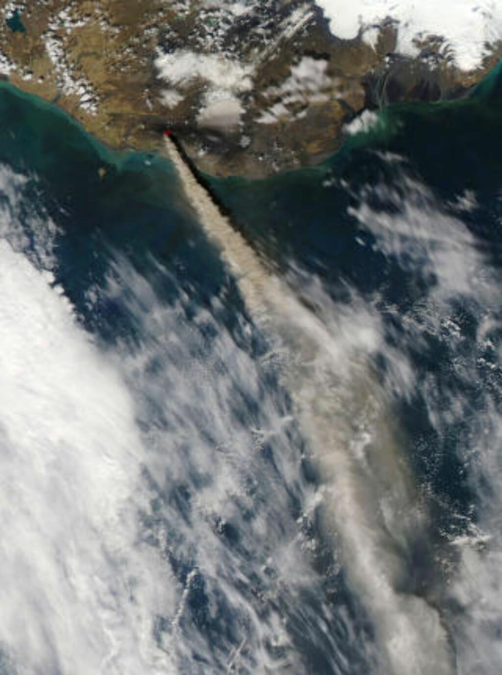 SPYR UT: NASAs Aqua-satellitt tok dette bildet av askeutslippet i går. Foto: AFP/NASA/SCANPIX