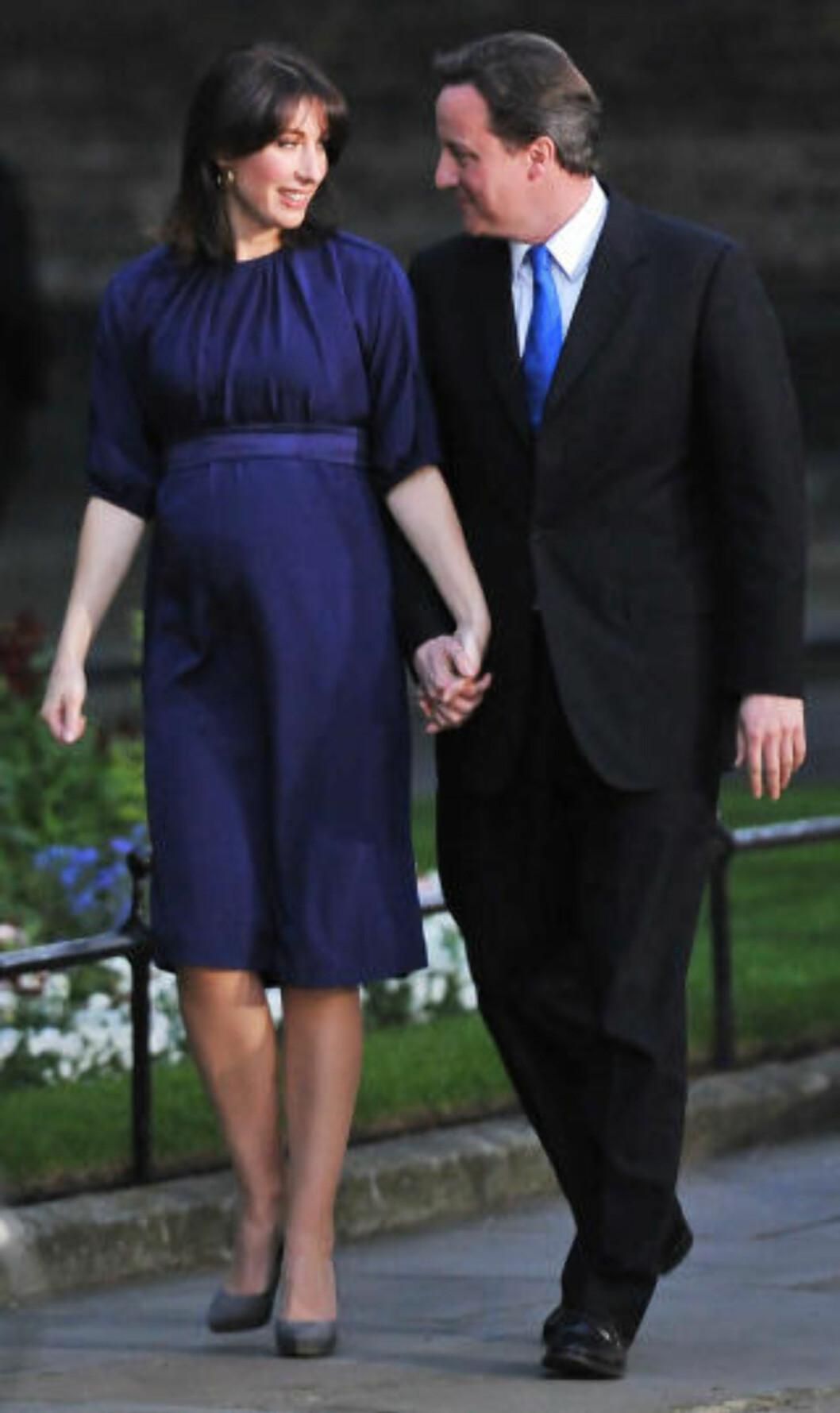 FLYTTER INN I NR. 10 De konservatives leder David Cameron og kona Samantha flytter inn i Downing Street 10 om kort tid. Foto: AFP PHOTO/Carl de Souza