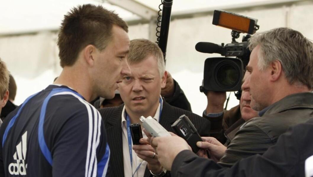 <strong>INGEN FARE:</strong> Chelsea-kaptein John Terry ser ut til å ha ristet av seg skaden allerede.Foto: SCANPIX/AP
