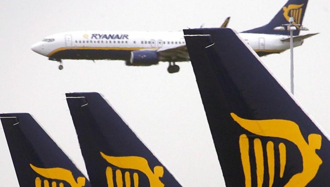 RAMMET AV ASKE IGJEN:  Flytrafikken i Irland og Nord-Irland er nok en gang rammet av askeskyer fra Island. Foto: EPA/ANDY RAIN