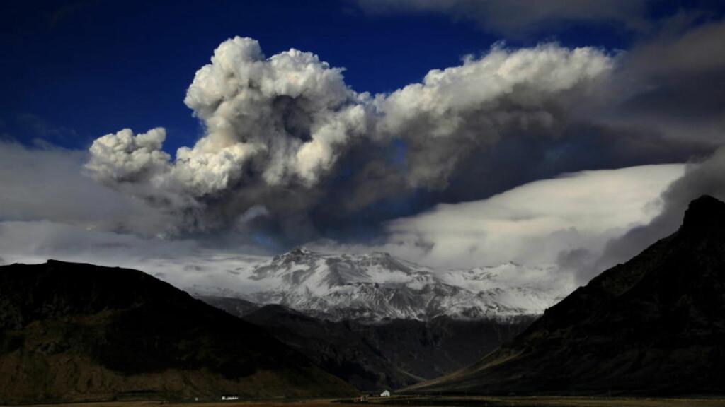 TRUER NORGE: Mer aske fra vulkanutbruddet på Island truer Norge. I kveld stenges deler av luftrommet over Nordsjøen. Foto: Dagbladet