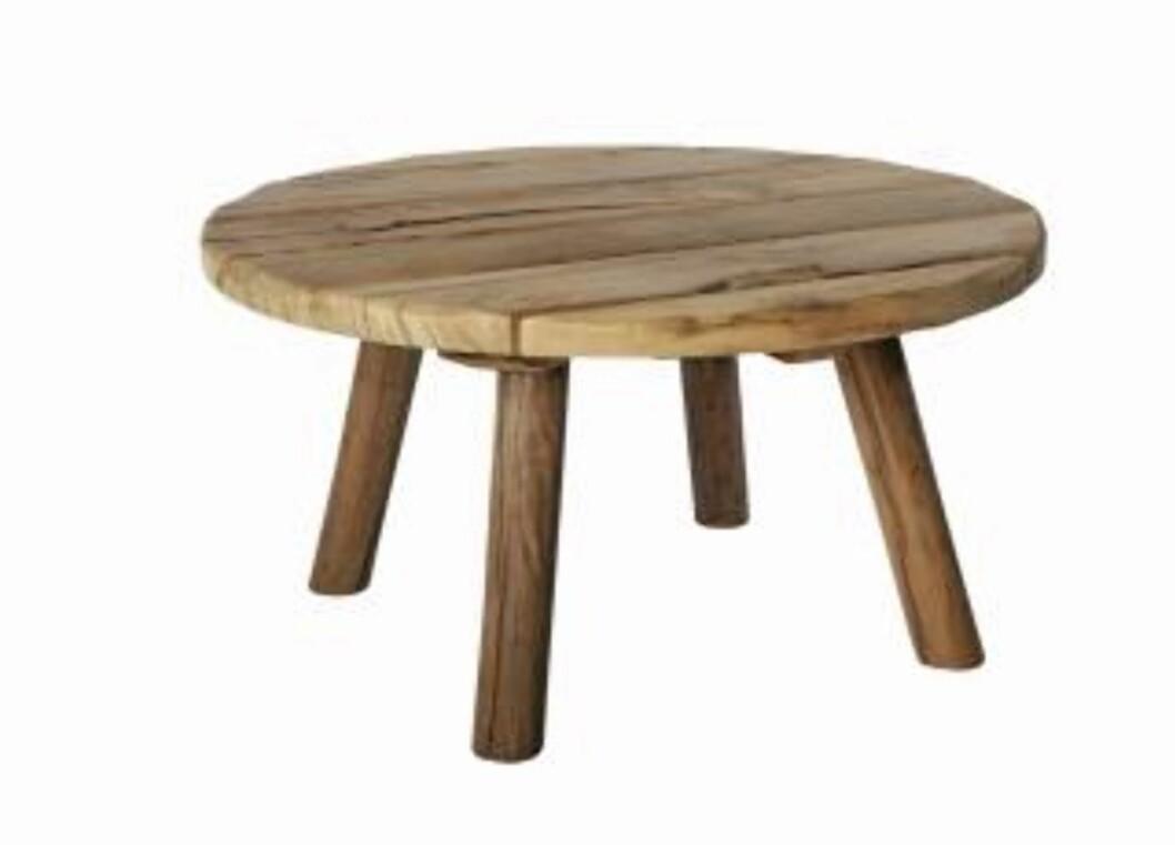 <strong>GAMLE MATERIALER:</strong> Røft bord i gammelt ubehandlet treverk fra House Doctor. Foto: Produsenten