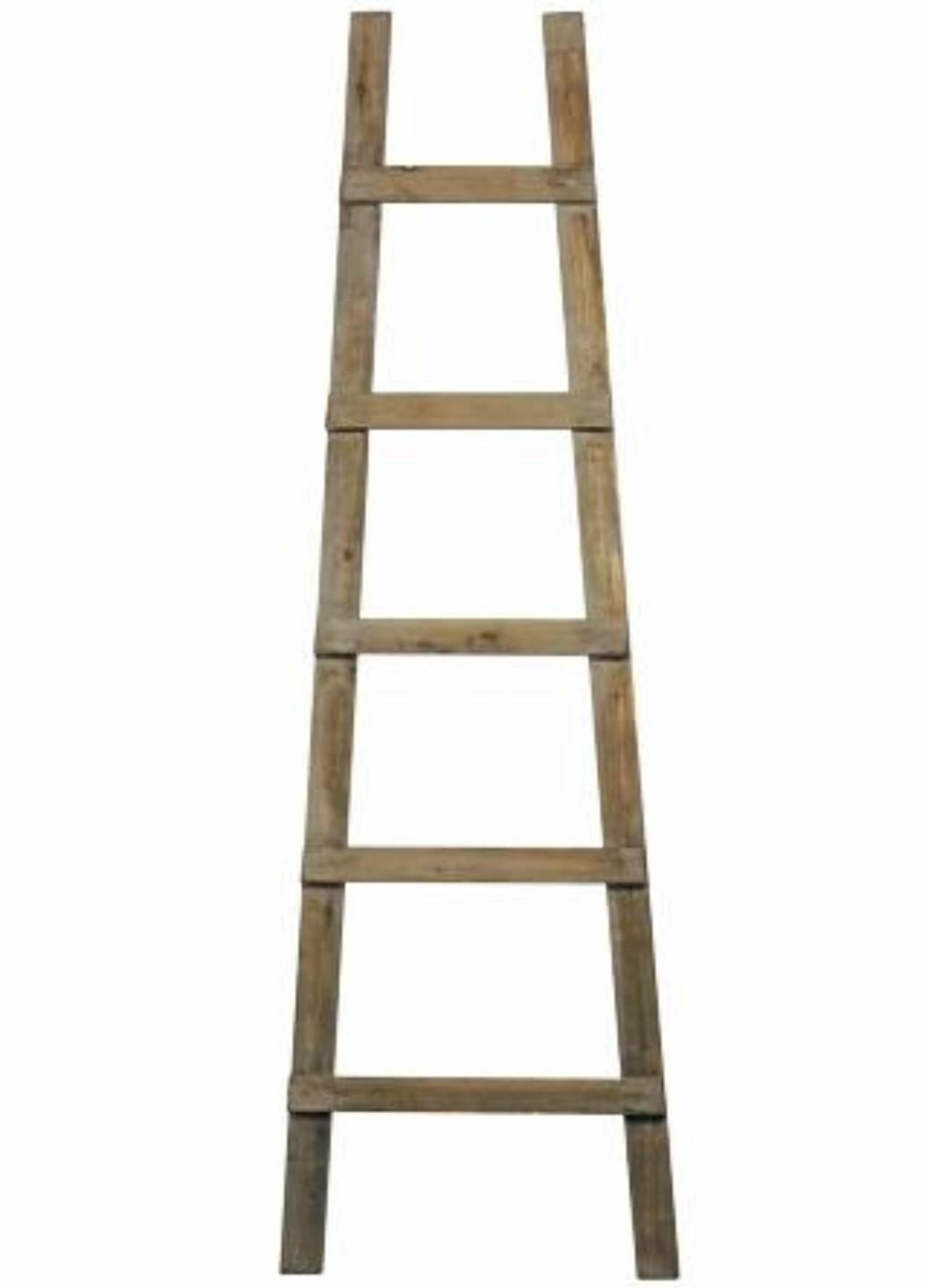 <strong>STILIG STIGE:</strong> Tøff stige fra Kvist som kan brukes til oppheng av håndklær annet. Foto: Produsenten