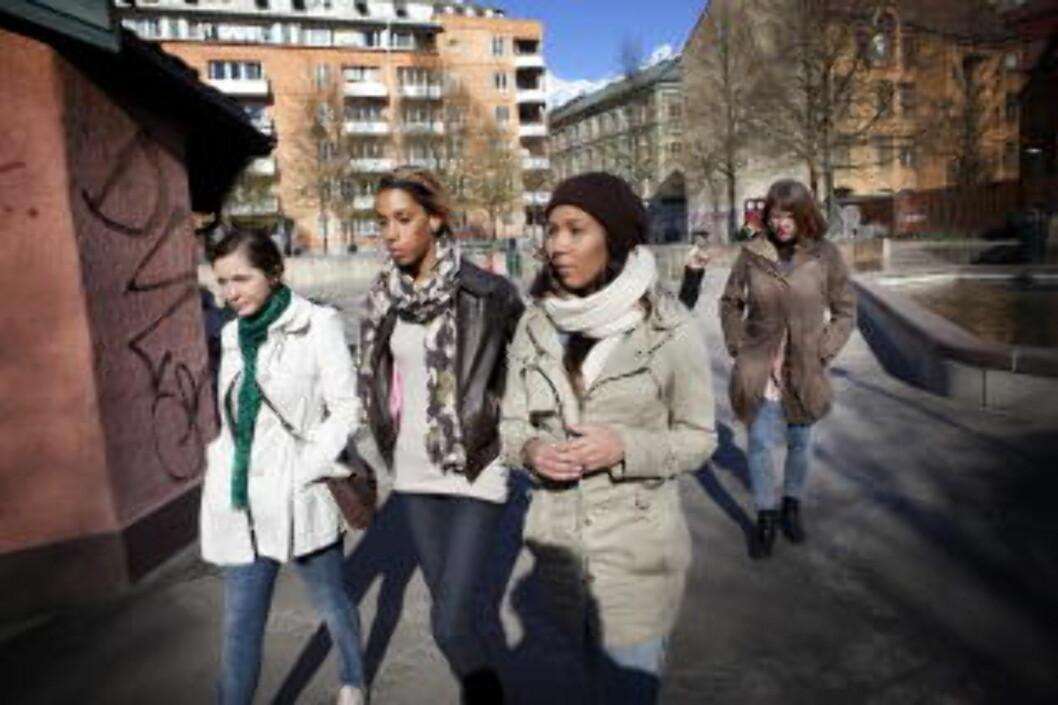 <strong>VIL HA GATA TILBAKE:</strong> Mødre og unge kvinner på Grønland er lei av kriminalitet i nabolaget. Nå vil de ta gata og lekeparkene tilbake.  F.v.:  Ivana Majic (21), Ina Helene Thorstensen (23), Ida Evita Thorstensen (21) og  Mette Thorstensen (51). Foto: JON TERJE HELLGREN HANSEN/DAGBLADET