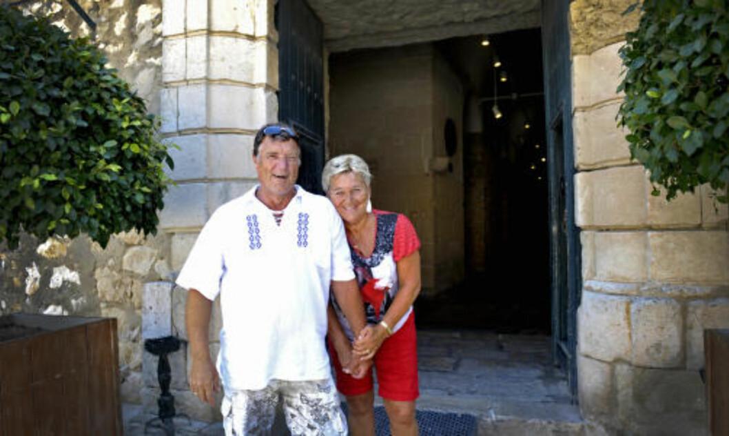 <strong> FASTBOENDE:</strong> Se mer av Spania,  oppfordrer  Tor Pedersen og Kate Due-Løvaas, som nå bor fast i Spania. Det er nok av opplevelser mindre enn en times kjøretur fra der man bor, sier det norske paret som her er fotografert ved Castillo de Santa Barbara. Foto: John Terje Pedersen/Dagbladet