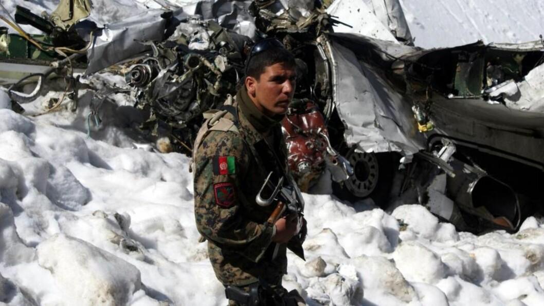 <strong>FLYSTYRT:</strong> Alle 43 som var om bord i flyet som styrtet i Shakar Darah-fjellene, 20 kilometer fra hovedstaden Kabul 17. mai, er antatt omkommet. Foto: EPA/S. SABAWOON/SCANPIX