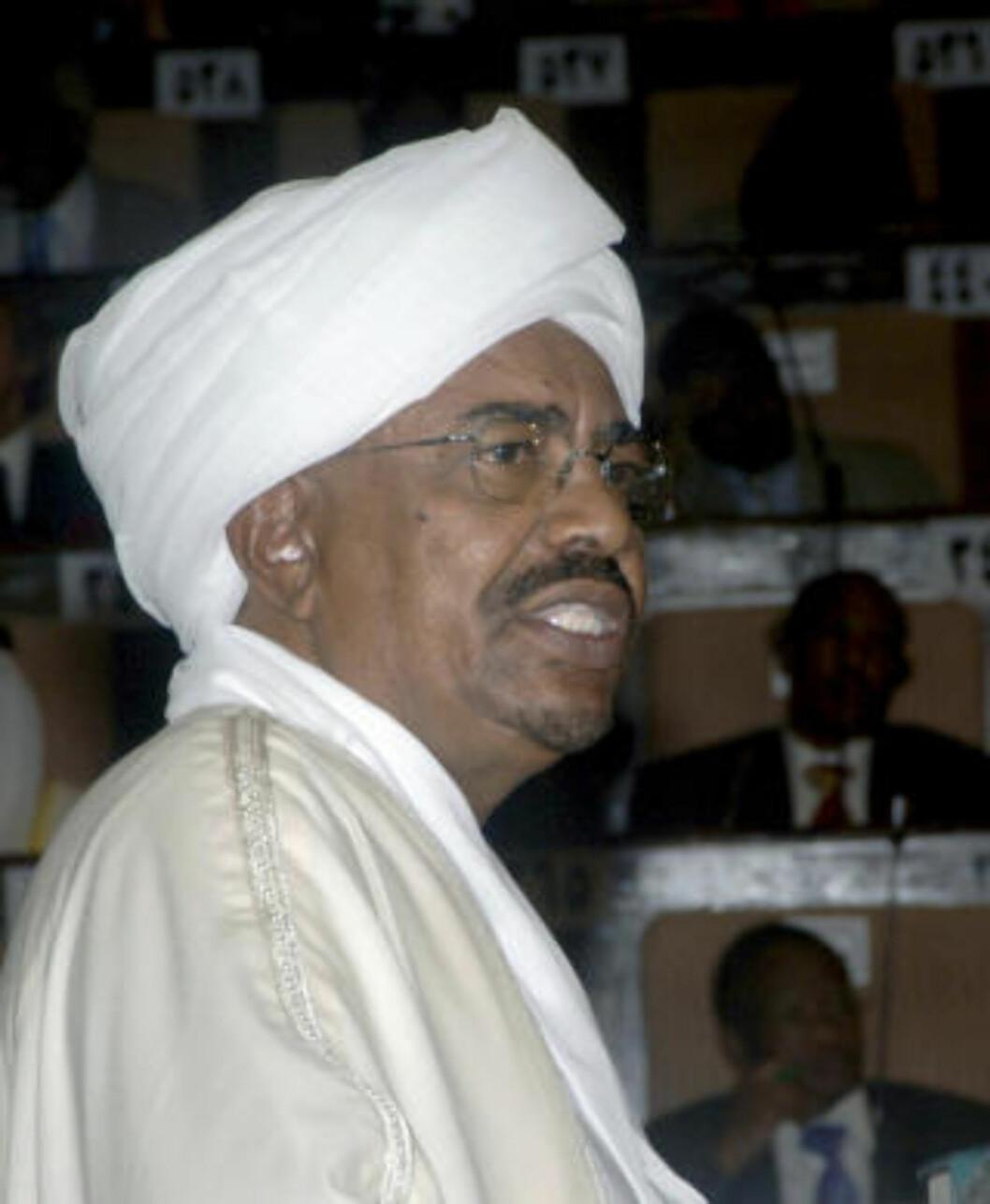 <strong>TILTALT:</strong> Omar Hassan al-Bashir ble i dag sverget inn som fortsatt president i Sudan etter det nylige valget. Samme dag som Amnesty International nevnte tiltalen mot ham for blant annet folkemord er et av lyspunktene i 2009. Foto: AP