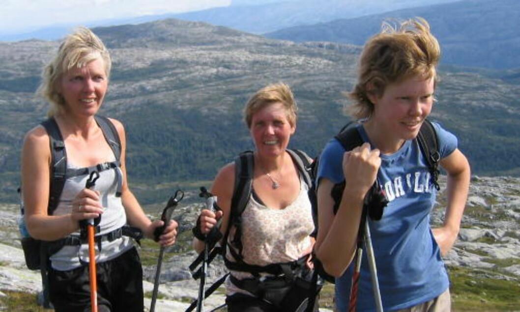 <strong>SKRED:</strong> Tove Peggy Åkerøy (t.v.), Bjørg Heidi Åkerøy og Therese Mari Åkerøy omkom alle etter rasulykken i Vesfn kommune 16 mai. Foto: Privat / SCANPIX