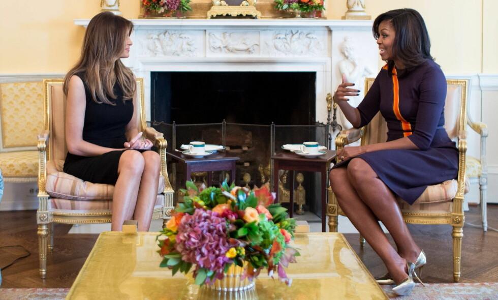 FØRSTE MØTE: Melania Trump og Michelle Obama møttes i det Hvite hus etter Donald Trumps valgseier forrige uke. Foto: NTB Scanpix