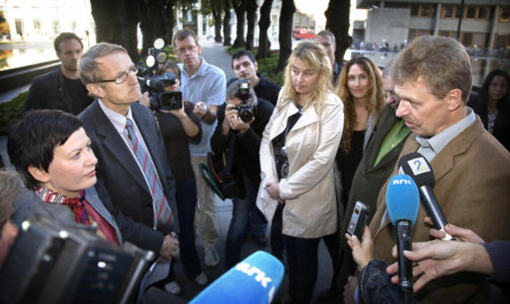 STØTTE: Helga Pedersen (Ap) og Ivar Egeberg (Sp) får lekset opp støttespillernes krav for sine støtte til de rødgrønne av Arne Saasted i Fagforbundet til høyre i bildet.