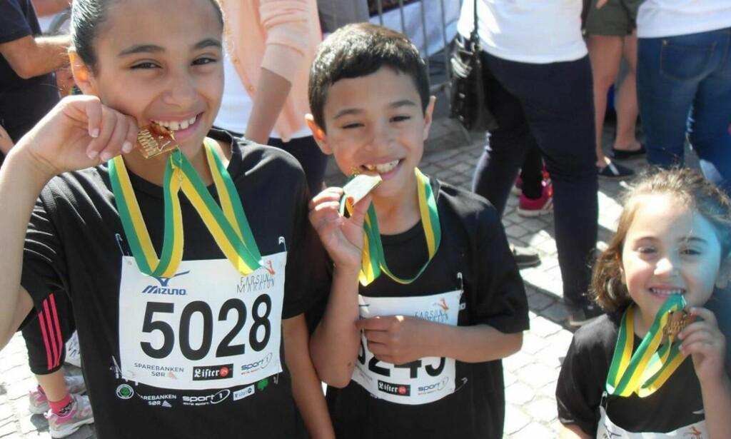 Yara, Dyab og Tamara deltok på Farsund Maraton i fjor.  Foto: Privat