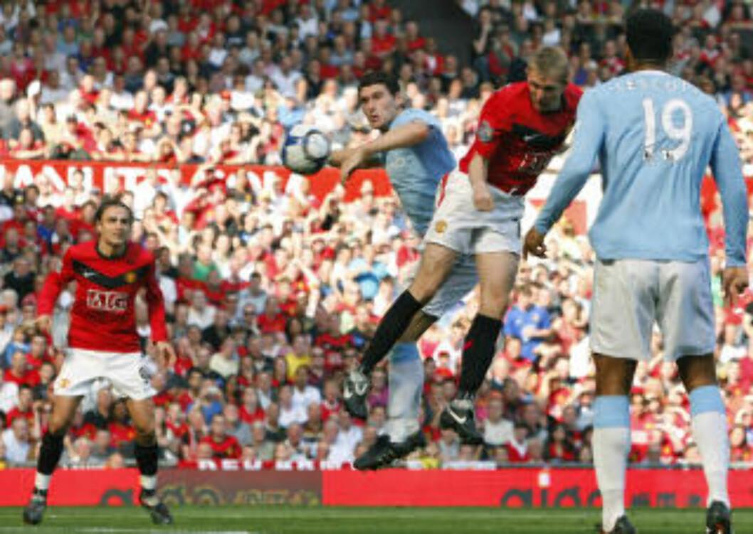 <strong>SCORET TO:</strong> Darren Fletcher lå lenge an til å bli den store United-helten med sine to scoringer, men det var før Craig Bellamy utliknet i siste minutt. Og før Michael Owen kom inn for å avgjøre på overtid.Foto: SCANPIX/AP/Jon Super