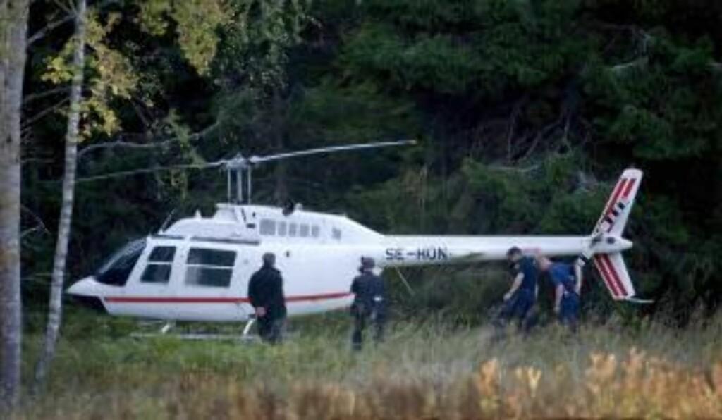 FUNNET: Helikopteret ranerne stjal og brukte under ranet er funnet tre mil utenfor Stockholm. Foto:  EPA/MAJA SUSLIN/Scanpix