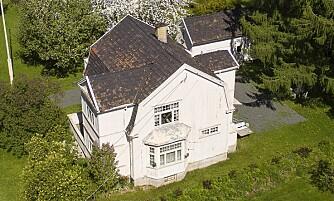 PROBLEMATISK: Tone Damli og kjæresten måtte gi nesten ti millioner for dette huset. Foto: Tor Lindseth