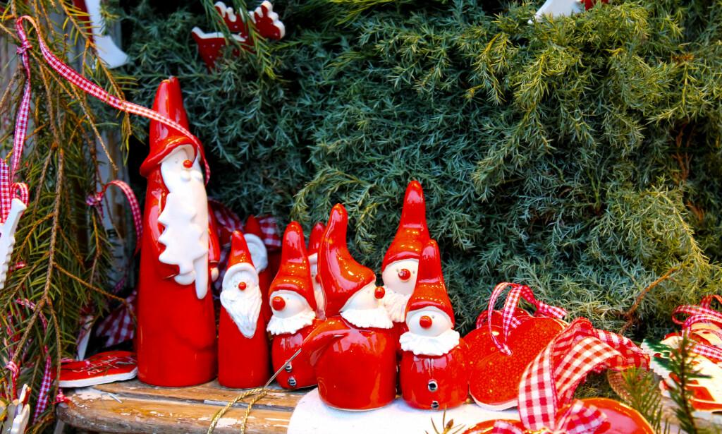 KRIMSKRAMS: Det kryr av nisser, lys og annen julepynt i de mange koselige bodene på markedene. Her kan man gjøre noen gode shoppingkupp!