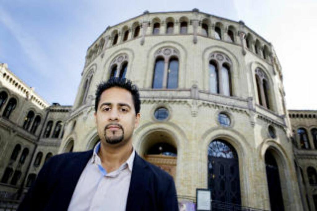MÅ KODE OM: 2. kandidat på akershus Venstres liste Abid Raja vil legge om språket i kommunikasjonen av partiets politikk. Foto: Jon-Michael Josefsen / Scanpix