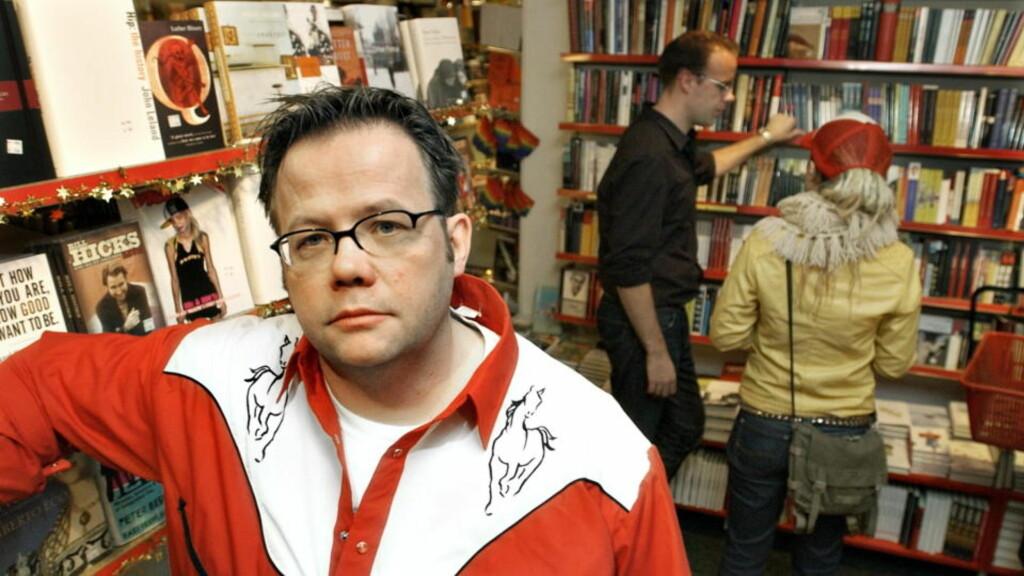 SLENTRENDE: Tronsmo-bokhandler og Dagbladet-anmelder Terje Thorsen er ute med sin første diktsamling. Han presenterer folkerørsla og den streite arbeiderklassen med skitten realisme. Foto: Truls Brekke