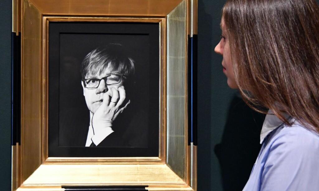 RADIKALT BLIKK: Irving Penns forvridde portrett av Elton John fra 1997 på utstillingen «The Radical Eye» på Tate Modern i London. Foto: Nils Jorgensen/REX/Shutterstock/NTB Scanpix <div><br><div><br></div></div>