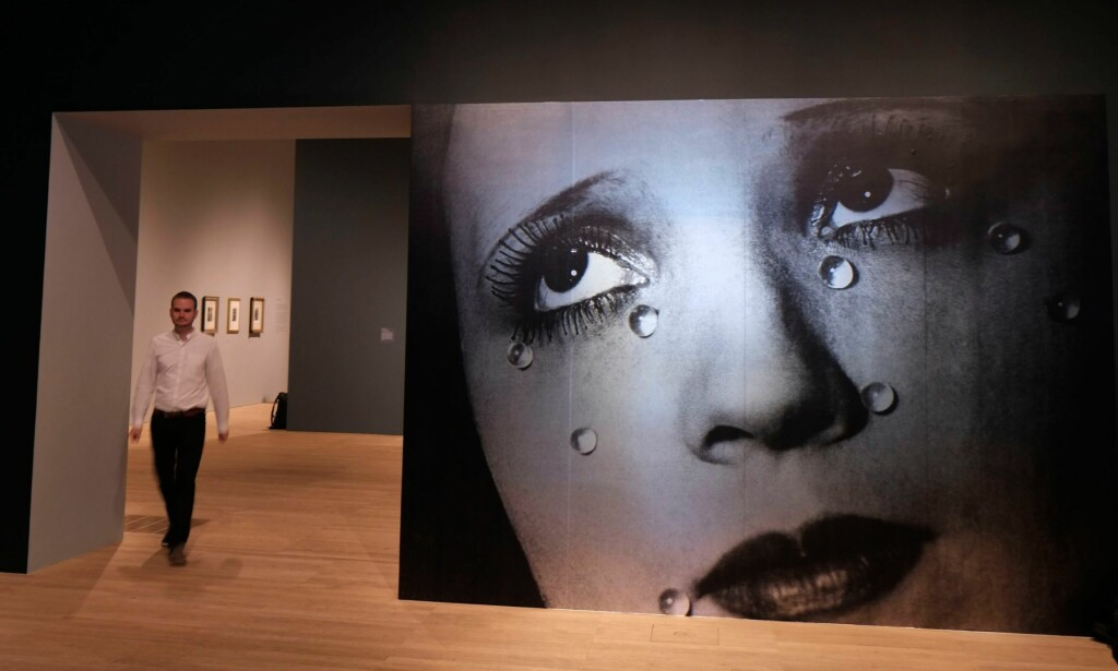 GLASSTÅRER: Man Rays ikoniske fotografi fra 1932 i oppblåst format. Foto: NTB Scanpix
