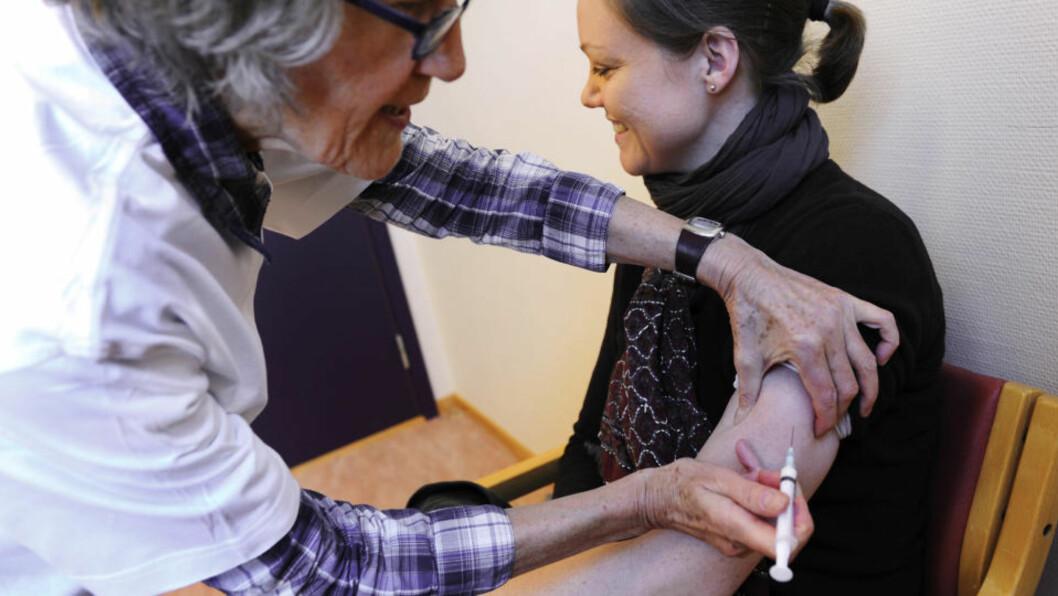 <strong>ENDELIG TIL ØSTLANDET:</strong> Innen onsdag skal hele Østlandet være utstyrt med vaksinen Pandemrix som skal motvirke svineinfluensa. Foto: Marit Hommedal / Scanpix