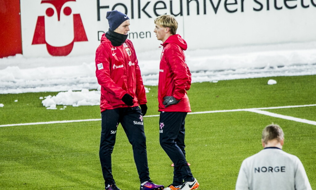 GOD STEMNING: Martin Ødegaardo og Mats Møller Dæhli koste seg på oppvarmingen under forberedelsene til onsdagens kamp mot Serbia U21. Foto: Christian Roth Christensen