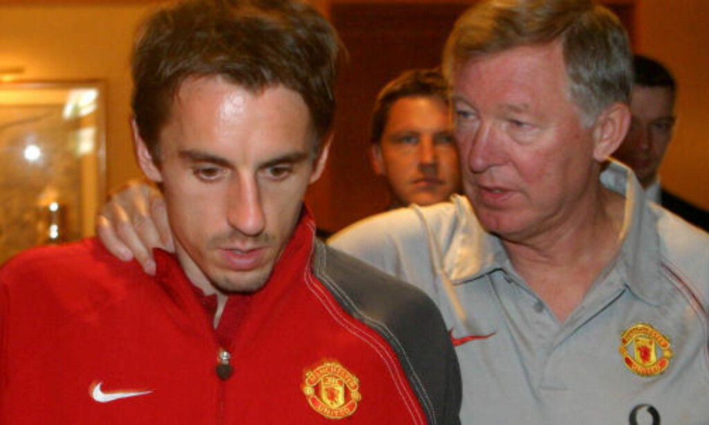 BLIR FLEIPET MED: En Gary Neville-lookalike har på United-drakt med «Rat Boy» på ryggen, mens sir Alex Ferguson glede over Milans 3-0-ledelse til pause erstattes av raseri og selvmordstanker når Liverpool snur kampen i filmen «Fifteen Minutes That Shook The World».   AFP PHOTO/MICHAL CIZEK