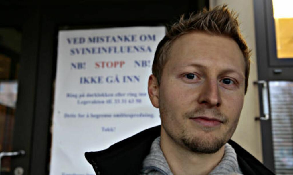 ENGASJERT SELGER: Kjetil Dreyer er ihuga motstander av myndighetenes massevaksinering, men har også egen nettbutikk der han selger et vidundermiddel som ifølge legemiddelverket er ulovlig markedsført som medisin. Foto: ARNT E. FOLVIK
