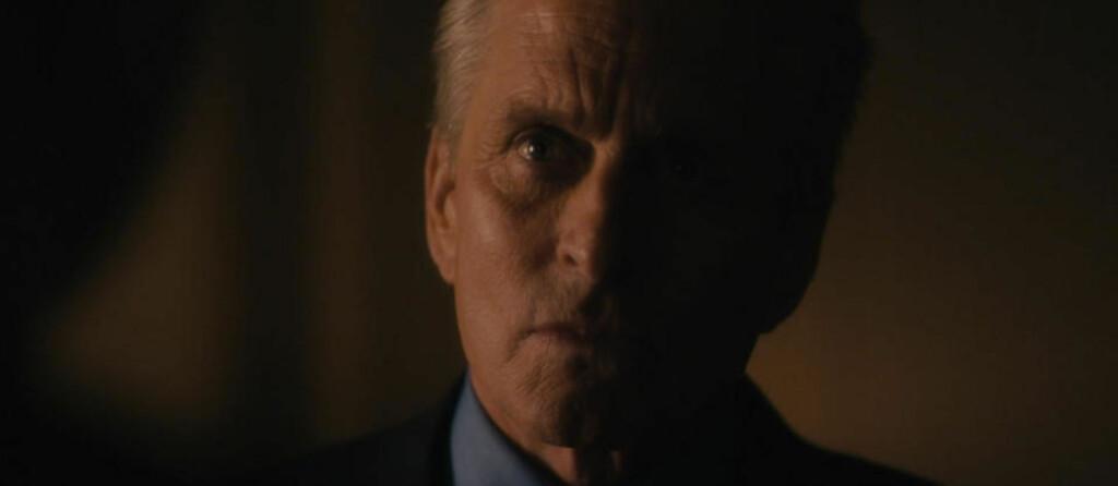 GOD GRUNN TIL Å TVILE: Michael Douglas er stjernen i thrilleren «Falskt alibi» og leverer den gamle, men ikke alltid like gode «tøffere enn toget»-figur. Selv a-stjerner har husleie å betale.