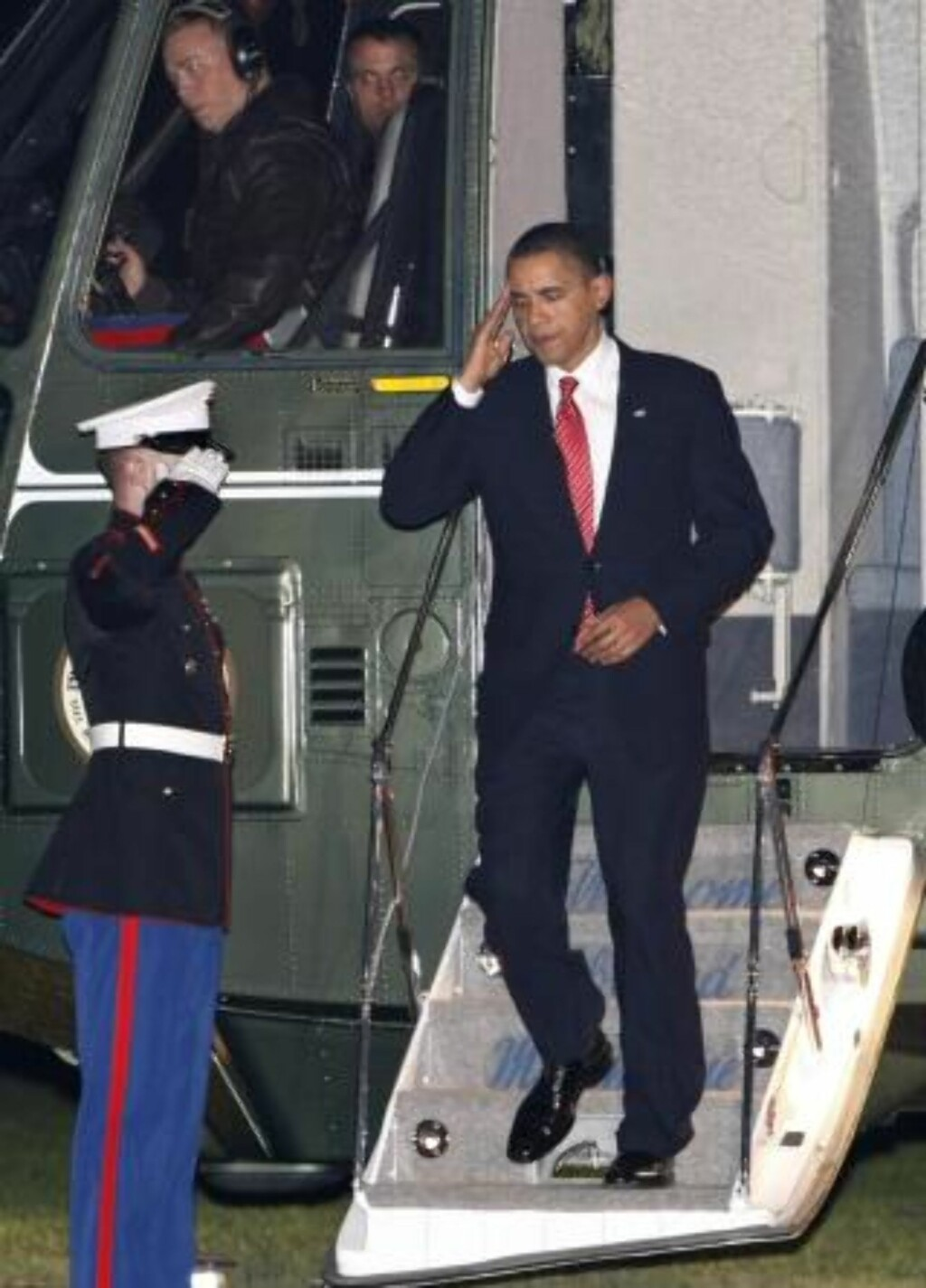 SVIPPTUR:  President Barack Obama tilbake i Washington D.C. og Det hvite hus mindre enn tre timer etter talen på militærakademiet i West Point i New York i natt. Foto: SCOTT APPLEWHITE, AP/SCANPIX.