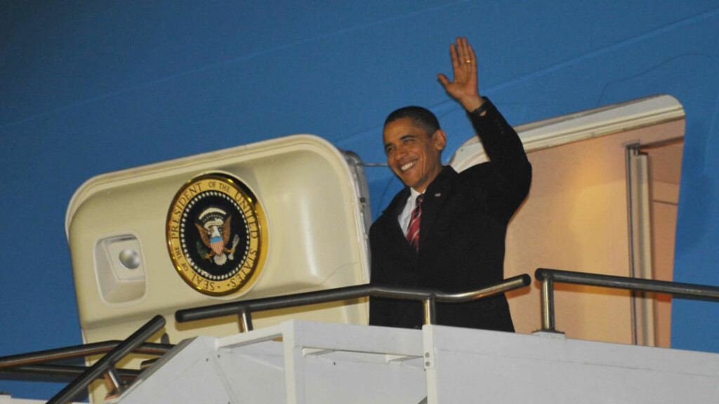 AIR FORCE ONE: President Barack Obama lander etter planen med Air Force One på Gardermoen torsdag klokka 08 45.  Foto: AFP