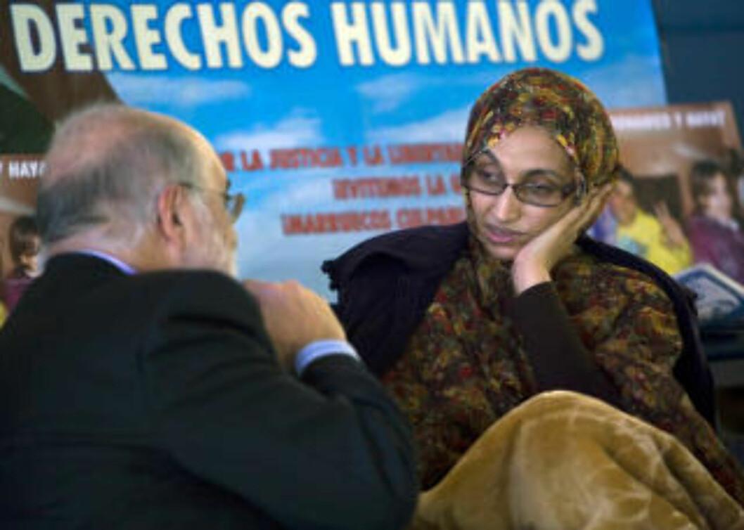 <strong>NEKTER Å GI OPP:</strong> Vest-Sahara-aktivisten og menneskerettsforkjemperen Aminatou Haidar nekter å gi opp sultestreiken hun startet på den spanske ferieøya Lanzarote for tre uker siden. Foto: REUTERS / Borja Suarez / SCANPIX