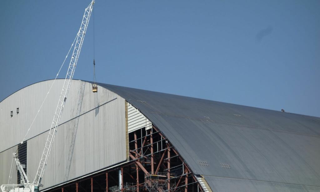 ENORM: Konstruksjonen er 108 meter høy og 275 meter bred. Det gjør kuppelen den største menneskelagde gjenstanden som kan flyttes, ifølge Den europeiske bank for gjenoppbygning og utvikling.