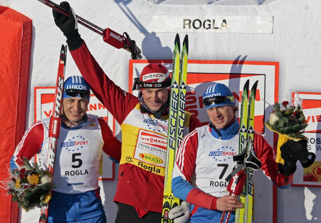 <strong>FARLIGE HERREMENN:</strong> Maxim Vylegzjanin (t.h.) og Alexander Legkov (t.v.) har blitt syke og har brutt årets Tour de Ski.Foto: SCANPIX/AFP PHOTO/