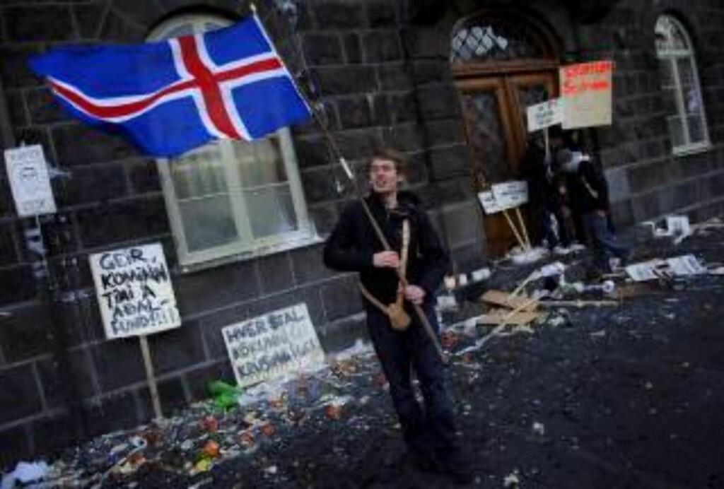 - SAMME FOLK: E24-kommentator Elin Ørjasæter mener vi bør hjelpe broderfolket. Foto: EPA / SIGURDUR J. OLAFSSON / Scanpix