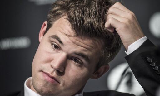 GRUET SEG TIL GJENNOMGANGEN: Carlsen var redd for å se hvilke feil han hadde gjort under det tredje VM-partiet. Foto: Hans Arne Vedlog/Dagbladet