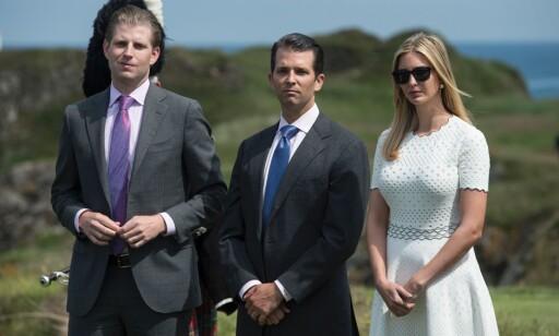 VOKSNE BARN: Trump sa gjentatte ganger i sin valgkamp, at dersom han ble valgt skulle han plassere sine finansielle eiendeler i såkalte «blind trust»-fond, som det igjen var tenkt at skulle drives av barna hans. AFP PHOTO / OLI SCARFF