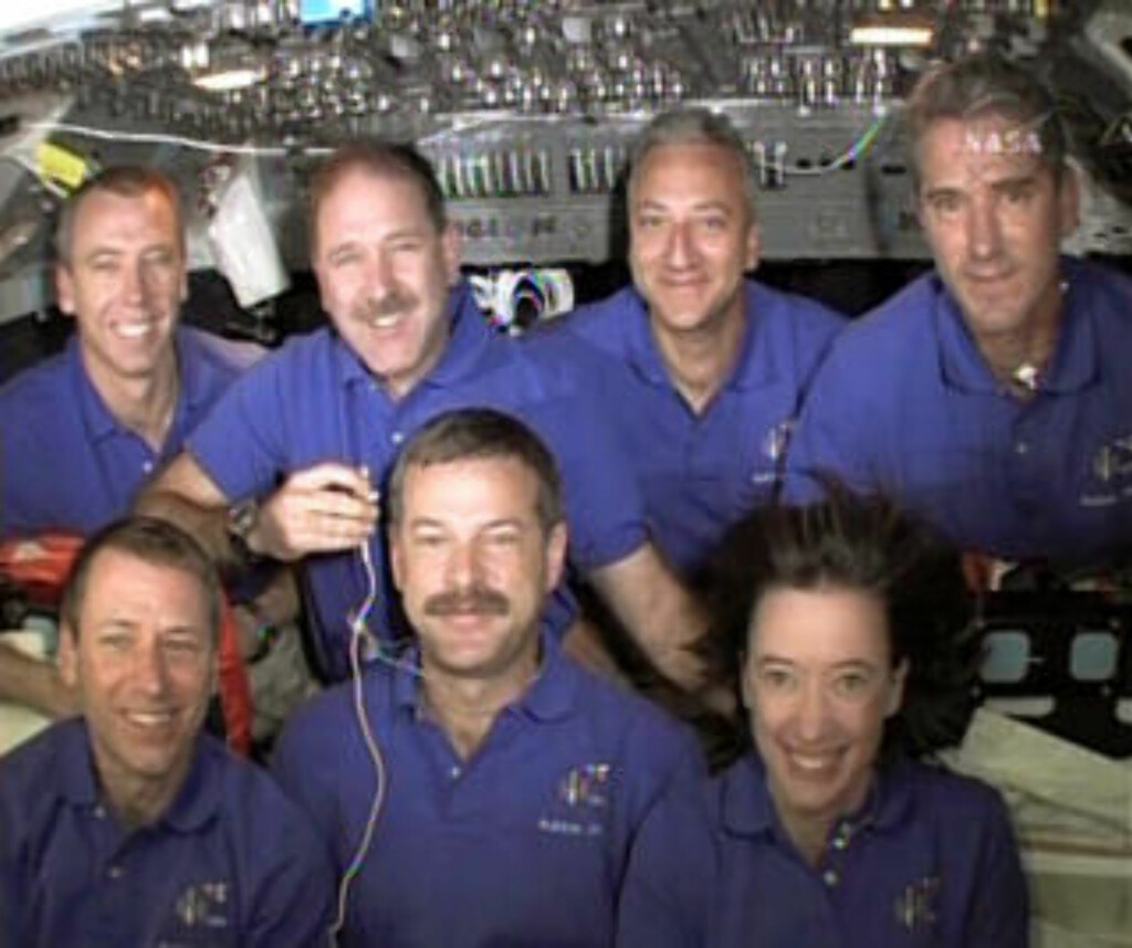 ASTRONAUTENE: Foran, fra venstre: Gregory Johnson, Scott Altman og Megan McArthur. Bak, fra venstre: Andrew Feustel, John Grunsfeld, Michael Massimino and Michael Good. Foto: SCANPIX/AP Photo/NASA TV
