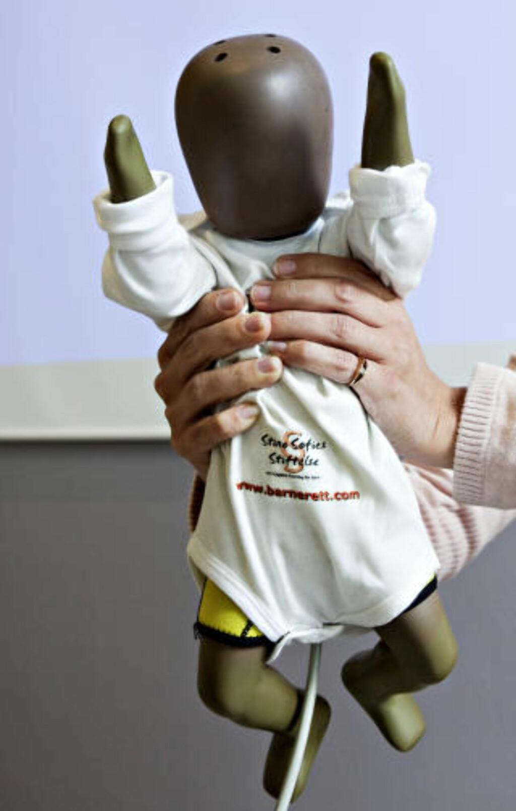 ETTERPRØVE HISTORIER:  Baby Justicia finne ut mer om shaken baby syndrome, og etterprøve de historiene som blir lagt frem når spedbarn blir lagt inn på sykehus. Foto: Nina Hansen