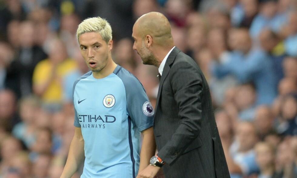 FORTELLER: Manchester City-manager Pep Guardiola skal ifølge Samir Nasri ha innført en rekke nye regler i klubben. Blant annet forbud mot seksuell aktivitet på natta. Foto: AFP PHOTO / Oli SCARFF