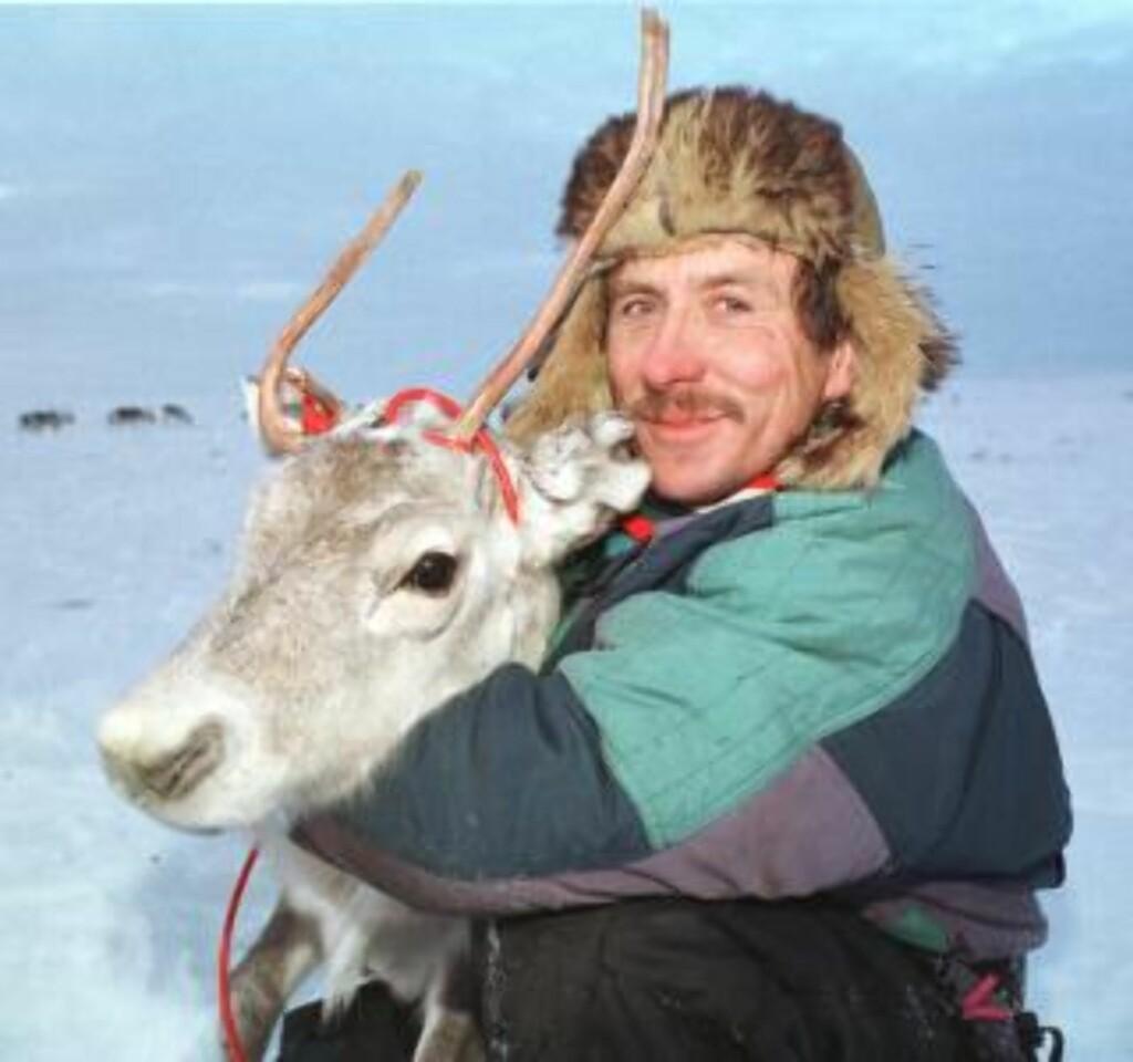 STUSSER: Reineier og Leder i Norske Reindriftssamers Landsforbund, Nils Henrik Sara, er overrasket og forundret over forslaget om å kutte antall tamrein. FOTO: SCANPIX