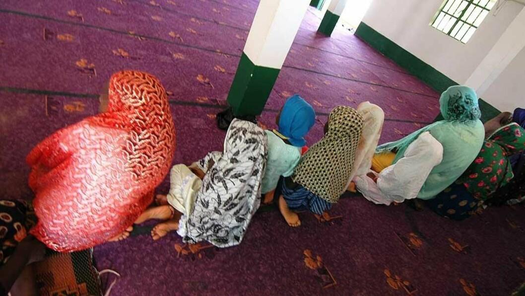 FLERE ANMELDELSER: Minst 14 anmeldelser av kjønnslemlestelse behandles i dag i forskjellige politidistrikter i landet. Et gambisk ektepar er siktet for kjønnslemlestelse av fem av sine seks barn. På bildet er jentene fotografert da Dagbladet møtte dem i Gambia i 2005. Foto: ASTRID MELAND