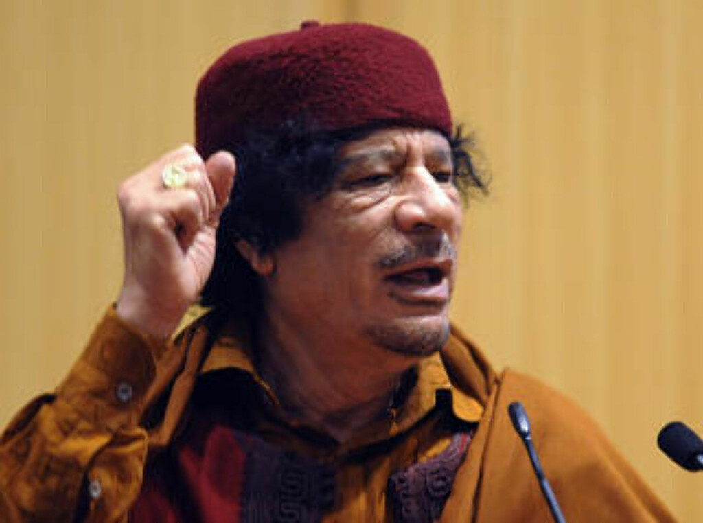 FORSVARER PIRATENE: Muammar Gaddafi. Foto: AFP PHOTO/SIMON MAINA/Scanpix