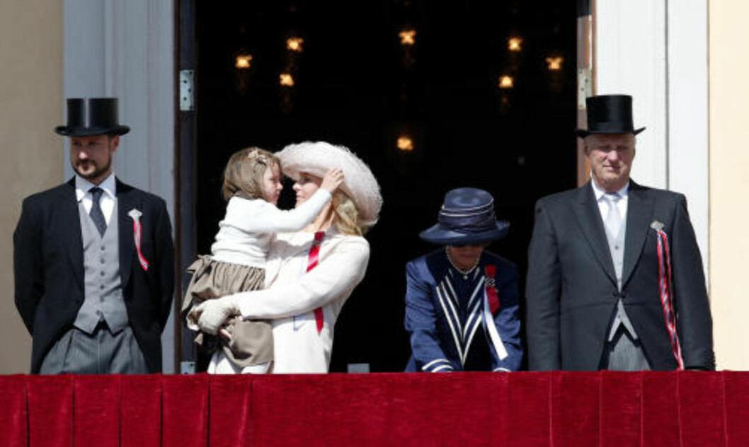 <strong>KAN HA OVERVÅKET KONGEFAMILIEN:</strong>  Kronprins Haakon, prinsesse Ingrid Alexandra, kronprinsesse Mette-Marit, dronning Sonja, og Kong Harald. Foto: Knut Falch / SCANPIX