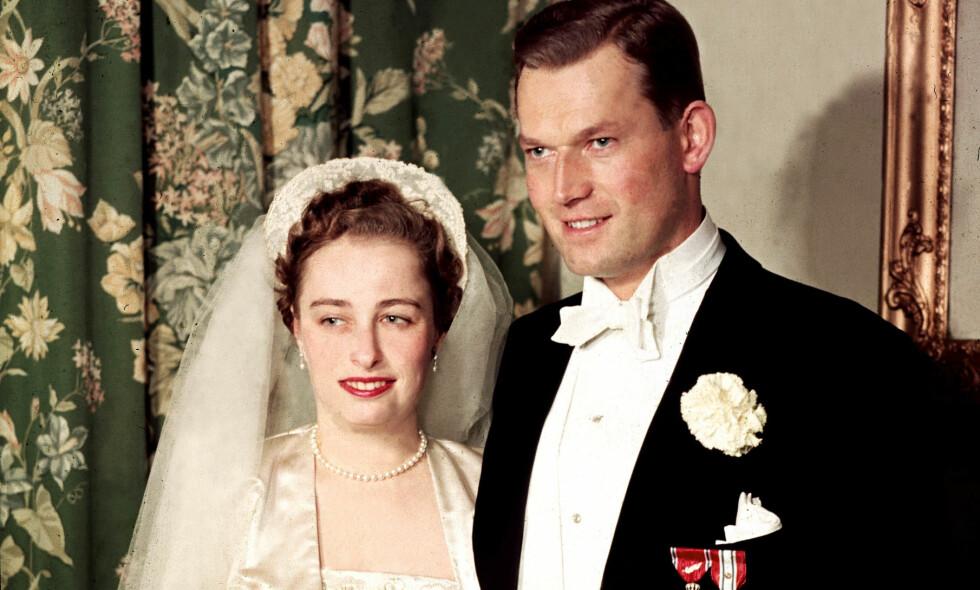 GIFT I NESTEN 60 ÅR: Prinsesse Ragnhild og Erling Lorentzen giftet seg i 1953, og holdt sammen hele veien. I 2012 døde prinsessa etter et kort tids sykeleie. Bildet er fra parets bryllup. Foto: NTB scanpix
